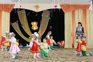 Сценарий 8 марта для дошкольников Мам поздравляют дети!