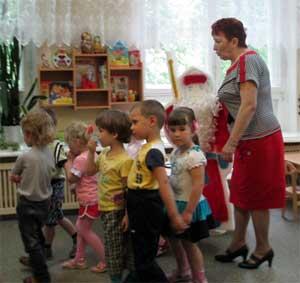 Конспект непосредственно-образовательной деятельности по лепке во II младшей группе: «Дед Мороз и лето»