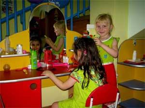 Консультация для воспитателей: Сюжетно-ролевая игра как средство всестороннего развития ребенка.