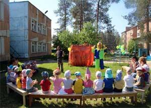 Кукольный спектакль с игровыми моментами для первых младших группы по русской народной сказке «Колобок»