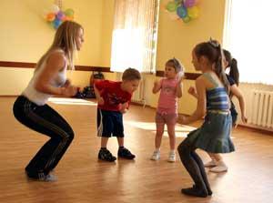 На танцующих утят быть похожими хотят