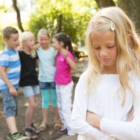 Что делать если ребенка прессингуют в школе во дворе в компании сверстников