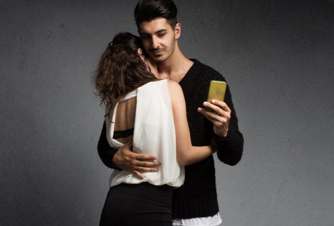 Почему мужчина может переписываться с вами но не звать на реальное свидание
