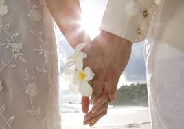 Когда кажется что любовь нужно заслужить А когда тебя любят то это так хорошо аж плохо
